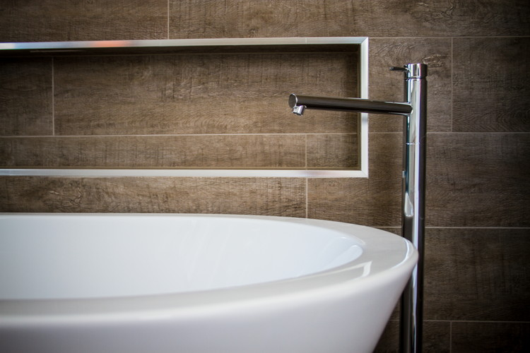 Bathroom|Inbuilt Niche|Floor mounted Tap wear|Timber look tile